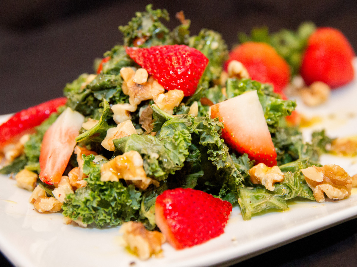 Weekly Fresh Flyer: Summery Kale Salad with Honey Citrus Vinaigrette